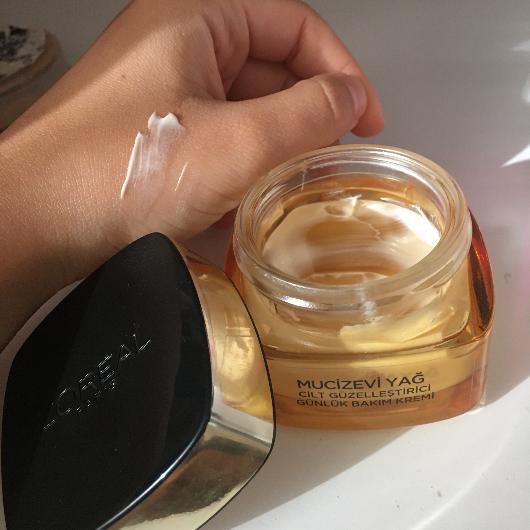 Gündüz Kremi-L'Oréal Paris-Mucizevi Yağ Cilt Güzelleştici Günlük Bakım Kremi-fourleafclover8-yorum-Puan-5puantiye